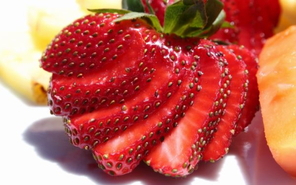 Sliced---strawberries-Wallpaper-Images