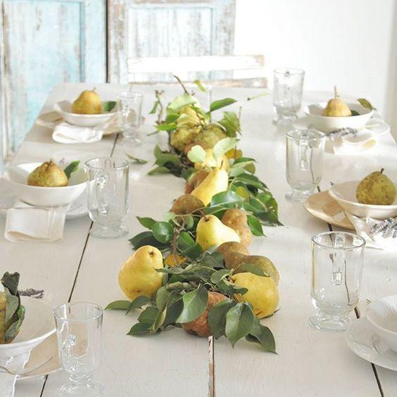 őszi asztali dekoráció körtével