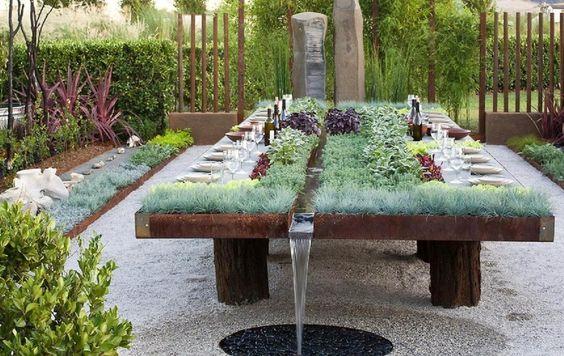 fűszerkertkert asztalban