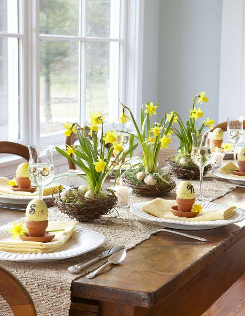 húsvéti virágdekoráció asztalra