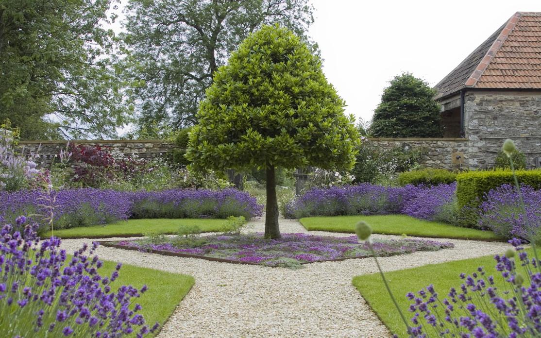 Egy 17. századi angol kert újjászületik