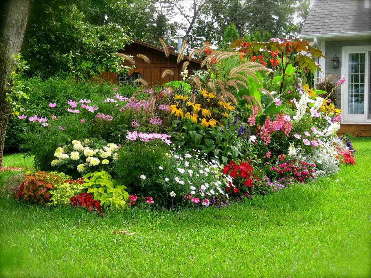 Színt a kertbe! - így készíts virágágyást