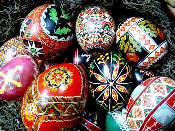 festett húsvéti tojások
