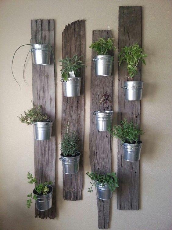 fűszernövényes fali függőkert