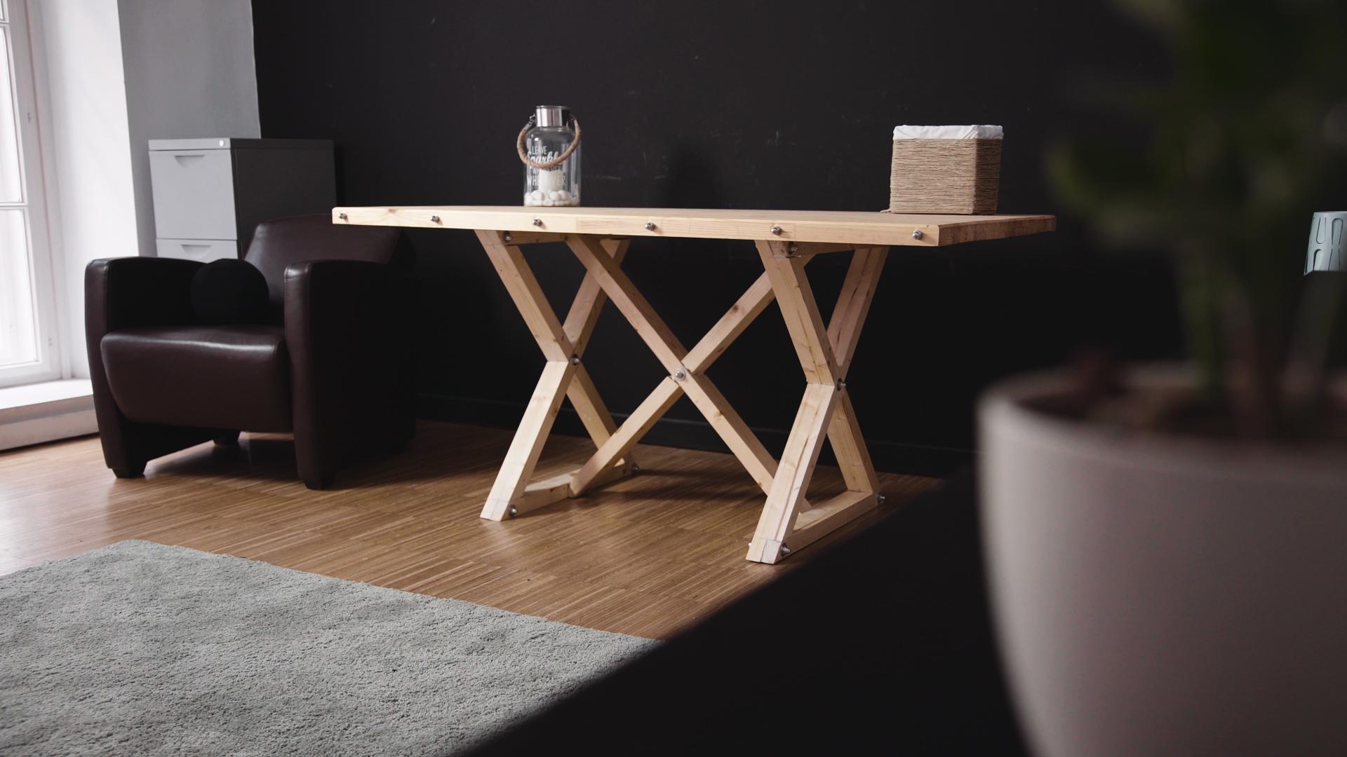 Így készíts szuperstabil tömör fa asztalt házilag! -  videó
