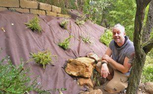 rézsű, talajtakarás geotextíliával